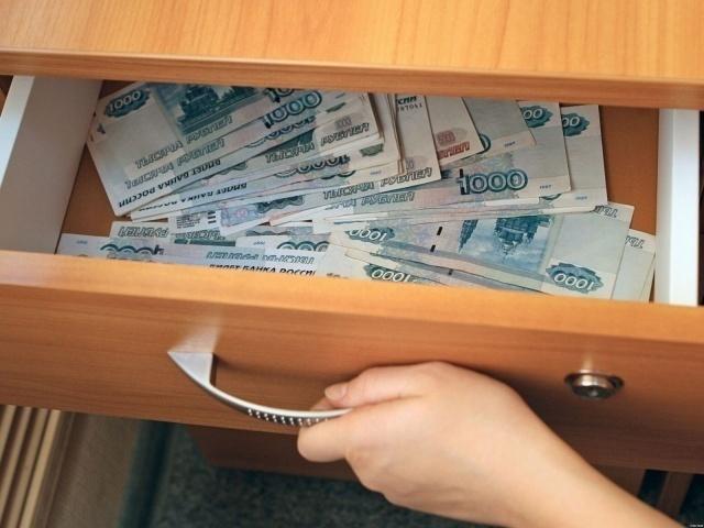 Бывший чиновник Волжской гордумы Андрей Мишустин иего супруга предстанут перед судом