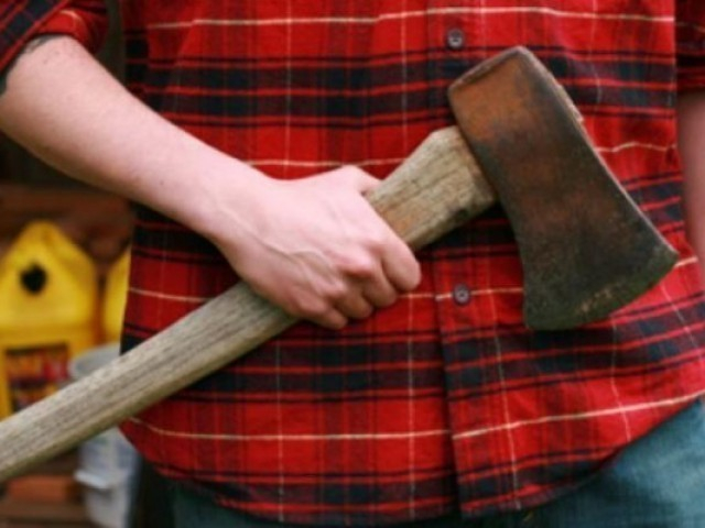 Волгоградцы берут с собой в суд топоры, ножи и отвертки