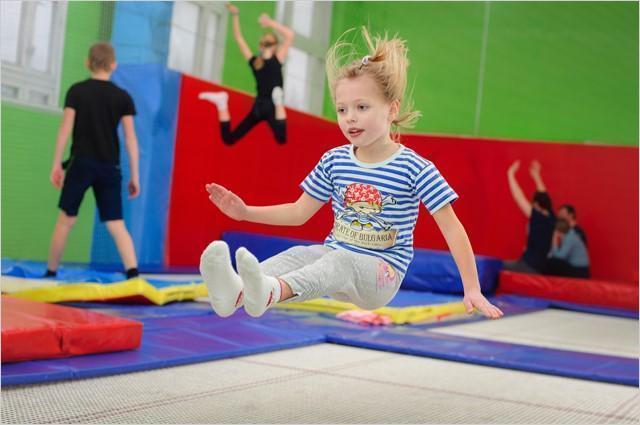 5-летняя девочка сломала ногу, прыгая на батуте в ТРЦ «Диамант» в Волгограде