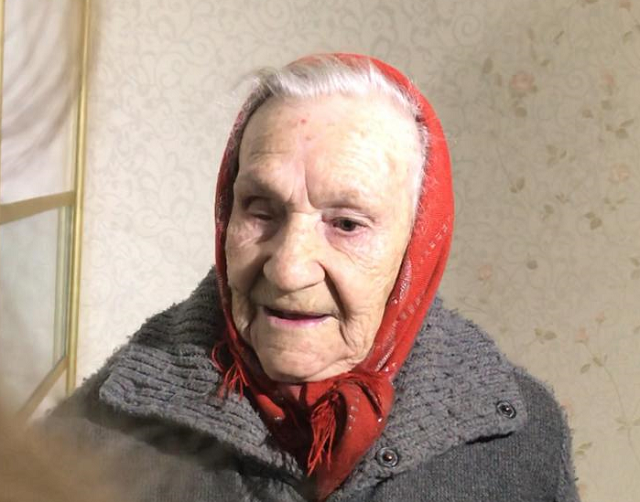 90-летней ветерану из сарая показали новую квартиру с джакузи в Волгограде