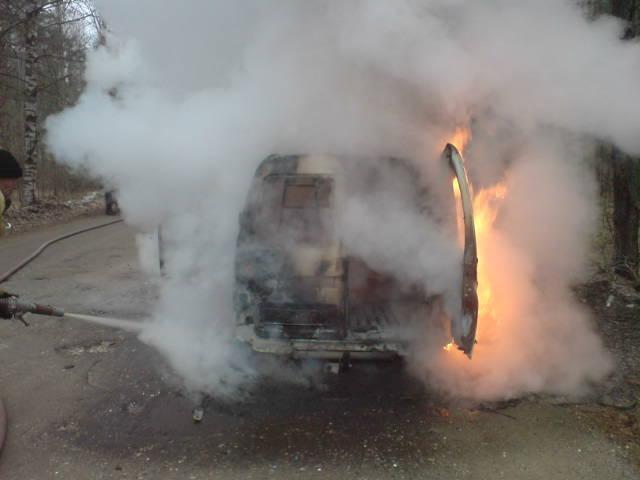 Две иномарки уничтожил огонь в Волгоградской области