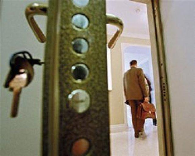 За долги по алиментам и ЖКХ у жителя Волгоградской области забрали квартиру