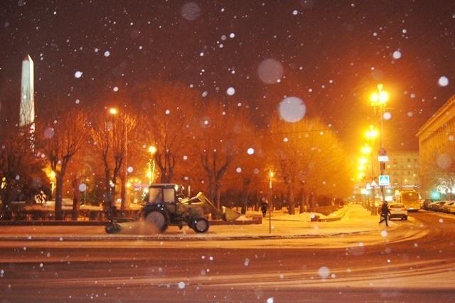 Надороги города вночь вышли 55 спецмашин спеском ибишофитом