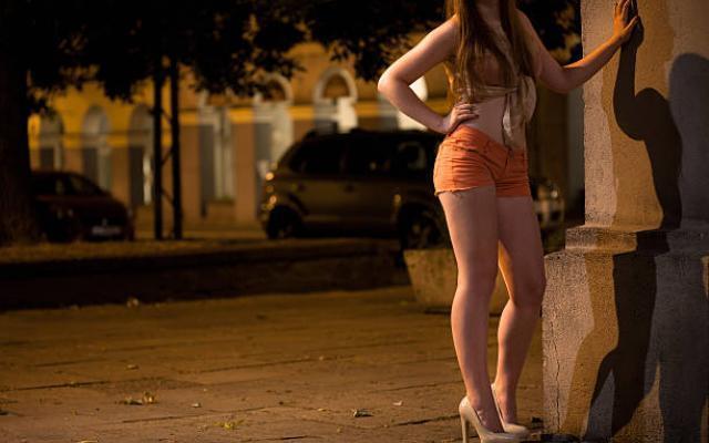 Как снЯть проститутку в Ялуторовске без регистрации