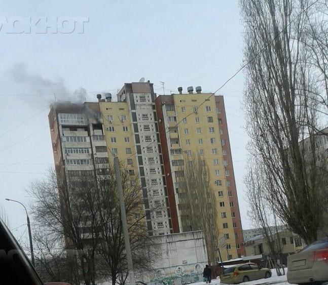 ВВолгограде из-за пожара эвакуированы 30 граждан 16-этажки ВИДЕО