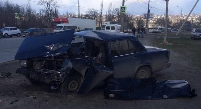 В Волгограде водитель ВАЗ-2107 погиб, протаранив ВАЗ-2115