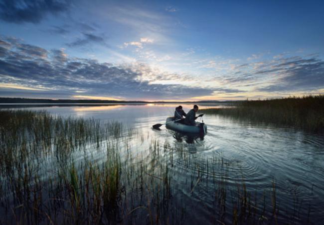 Под Волгоградом тонущих рыбаков спас рекламный баннер спасателей