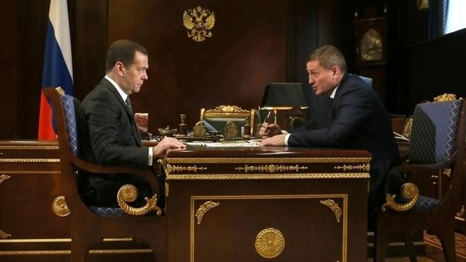 Волгоградского губернатора вызвали на ковер к Медведеву из-за выплат пострадавшим от паводка