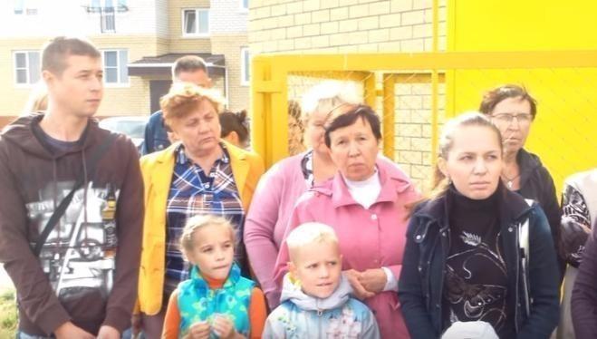Жители Волжского на камеру попросили Владимира Путина помочь им выжить без горячей воды