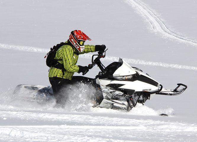 Тело затонувшего на снегоходе мужчины достали из акватории под Волгоградом