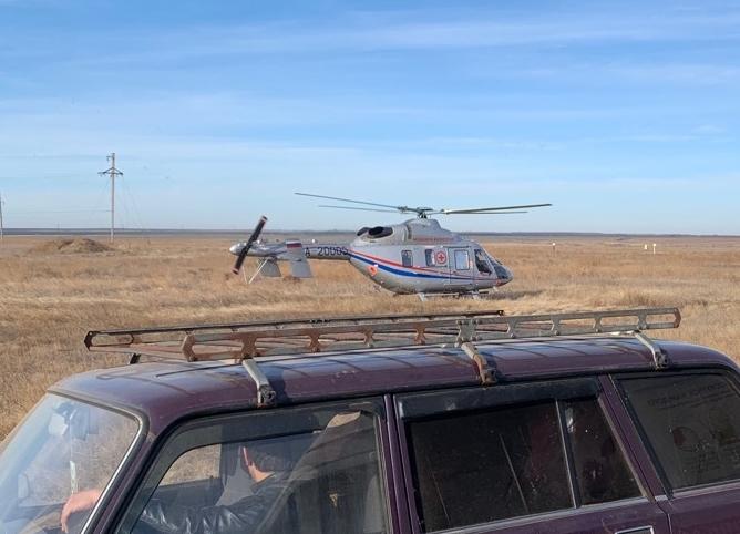 Пострадавших в ДТП с погибших пятилетними детьми доставил в Волгоград вертолет санавиации
