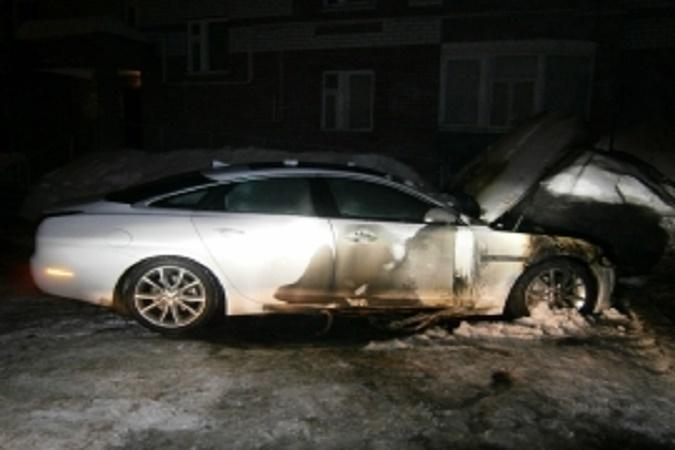 В Краснооктябрьском районе неизвестные сожгли Jaguar