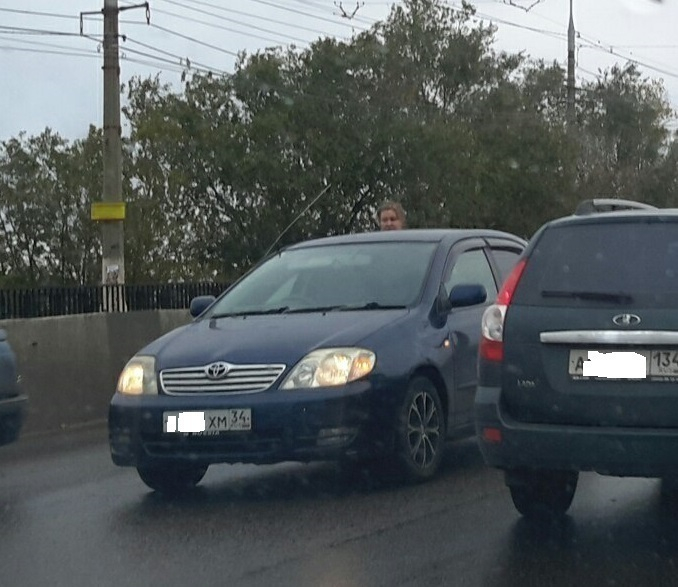 ДТП парализовало движение на мосту в Красноармейском районе Волгограда