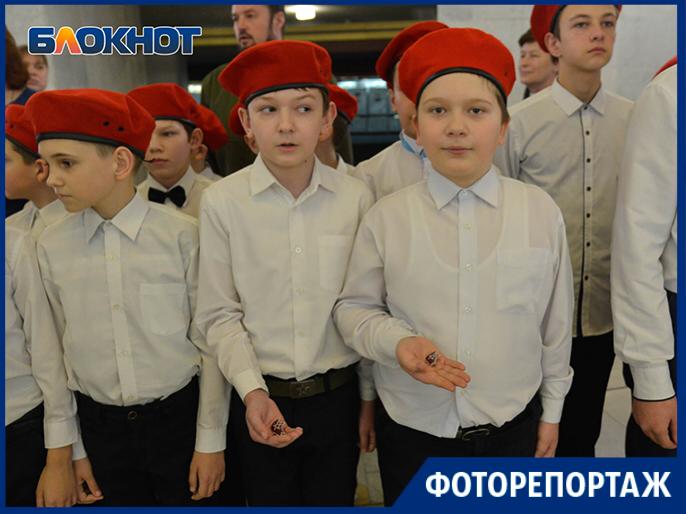 Более 80 школьников принесли клятву верности Родине: счастливые волгоградцы в объективе фотографа
