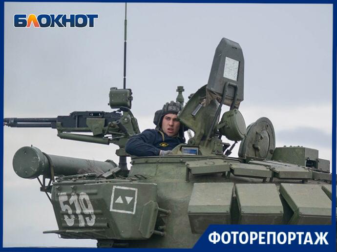 Танковый биатлон в объективе фотографа: под Волгоградом выбирают лучших танкистов