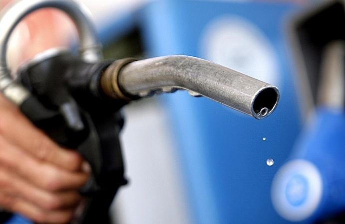 В Волгограде стали производить больше бензина, но цены не упали