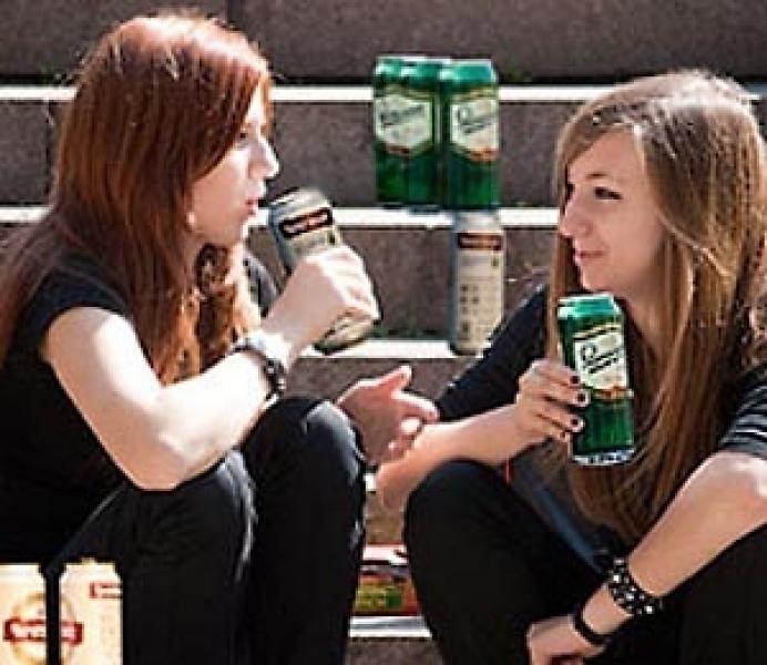 Несовершеннолетним продолжают продавать алкоголь