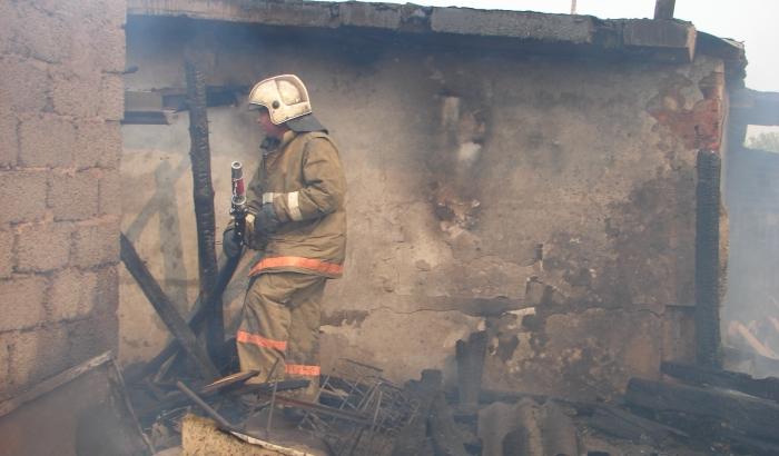 ВВолгограде рано утром вкирпичном гараже навсе 100% сгорела «Приора»