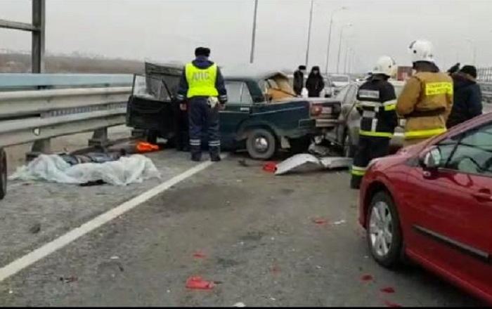 Опубликовано видео с последствиями ДТП на мосту в Волжском, где утром погибли два человека