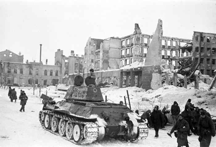 8 января 1943 года - Советское командование предложило окруженным немецким войскам под Сталинградом капитулировать