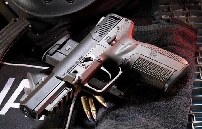На севере Волгограда в тайнике найдены пистолет-пулемет и обрез винтовки