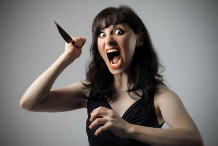 Впроцессе пьянки волгоградка вонзила нож всвоего супруга