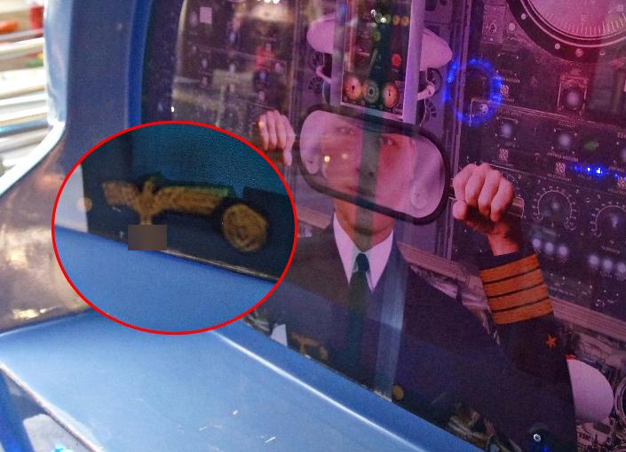 Моряка-фашиста со свастикой поставили детям для игр в ТРЦ «Акварель»