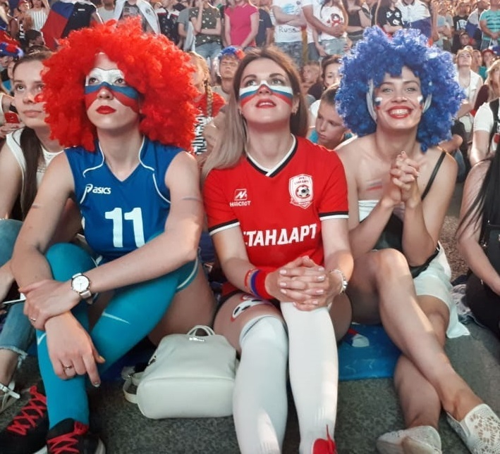 «Блокнот Волгограда» публикует фото самых ярких болельщиков фан-феста