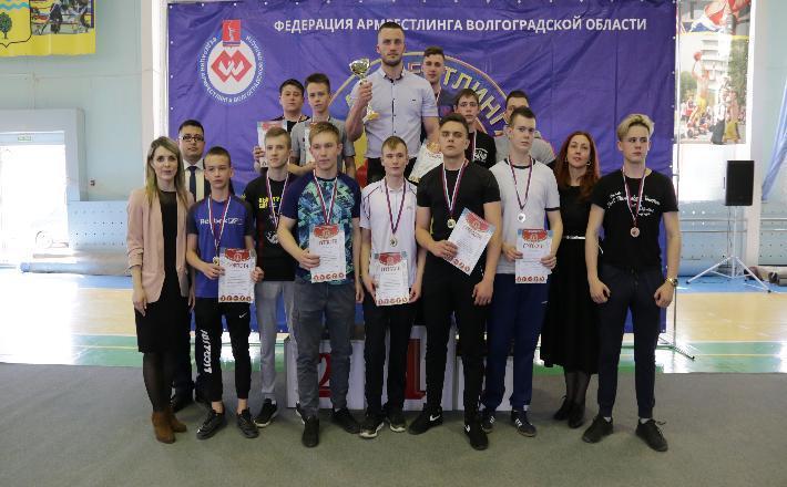 Школьники приняли участие в соревнованиях по армрестлингу в Волжском