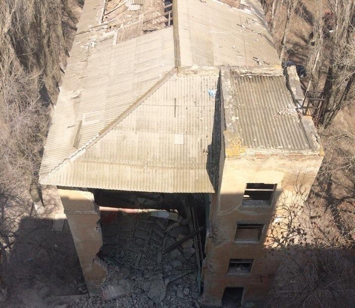 На севере Волгограда обрушилось пустующее здание общежития, когда-то принадлежавшее тракторному заводу