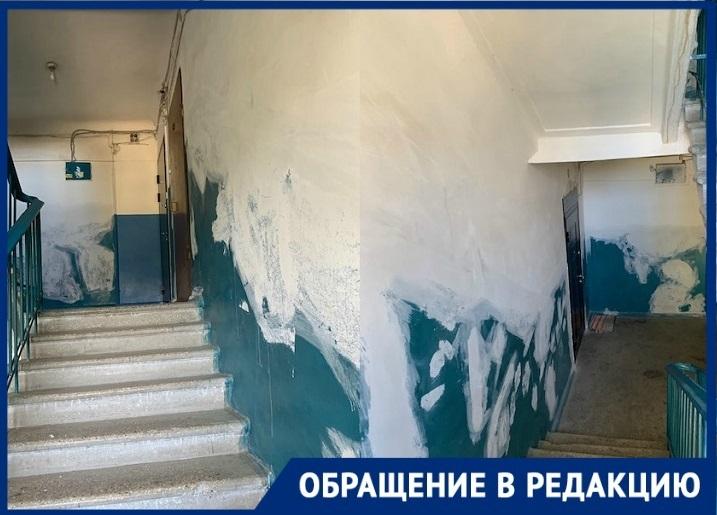 Третий год жители пятиэтажки в Волгограде не могут дождаться окончания ремонта подъезда