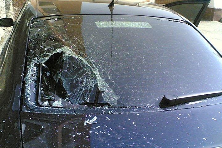 Женщина прорубила топором лобовое стекло в иномарке обидчика под Волгоградом