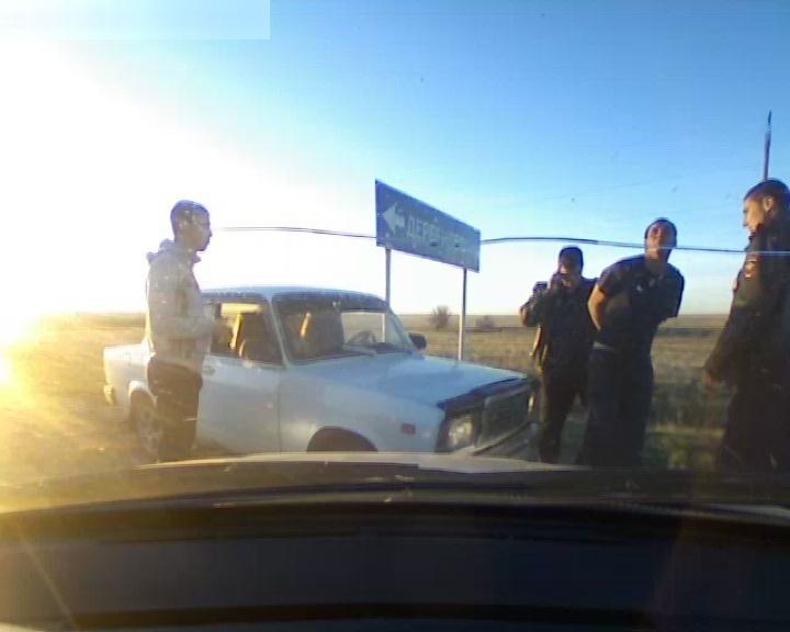 На трассе «Волгоград – Шахтинск» водители сдали копам пьяного за рулем (фото)