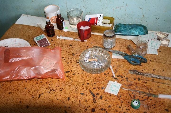 В Волгограде девушка устроила в своей квартире наркопритон