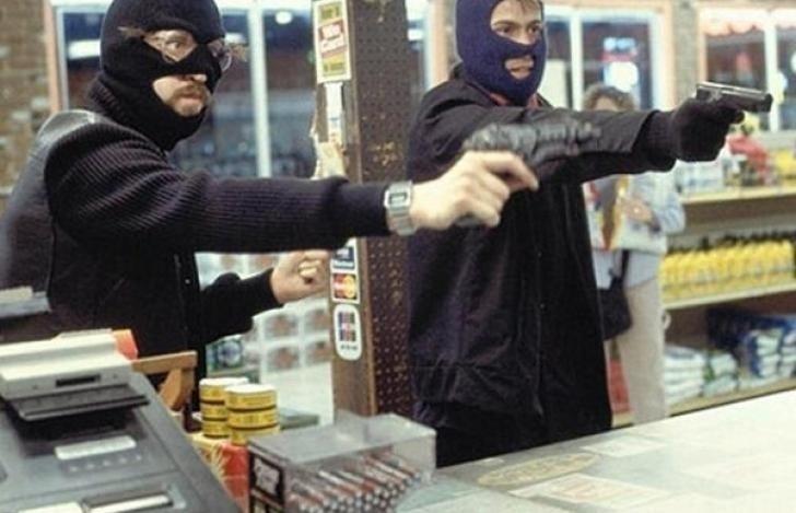 Заразбойное нападение намагазин преступники получили 10 лет колонии надвоих