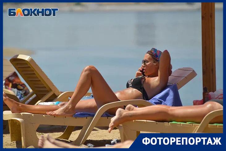 Бикини и упругие бедра показали волгоградские красотки на пляже в первый день лета