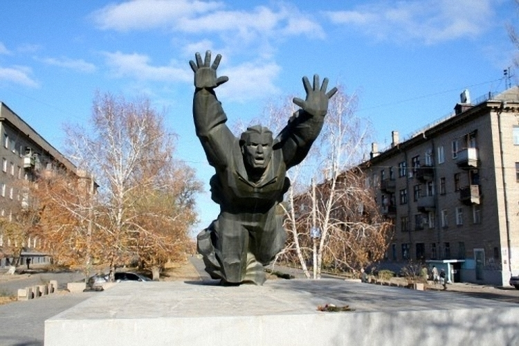 ВВолгограде возрождается шефство над военнослужащими памятниками