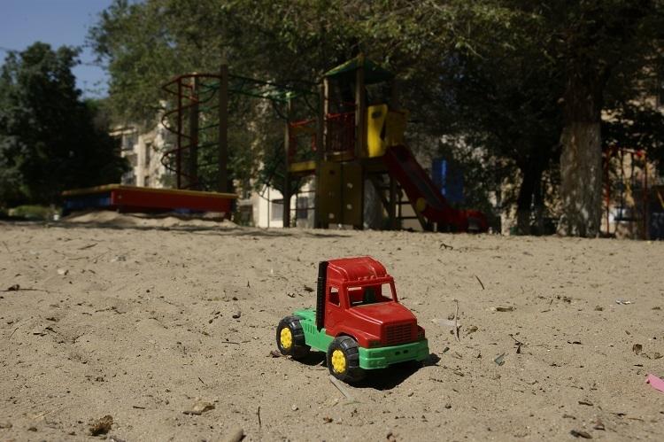 Построенный три года назад детсад в Волжском уже разваливается и протекает