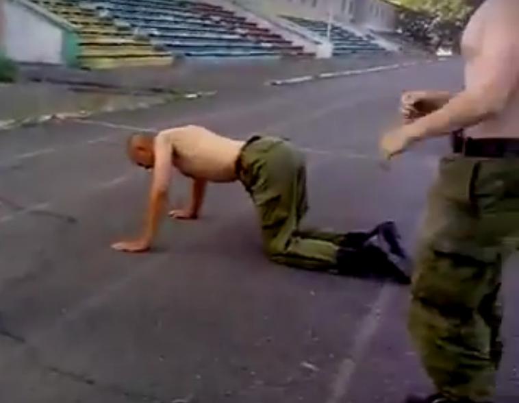 Армия не для слабаков: в сети появилось видео об унижении волгоградского солдата