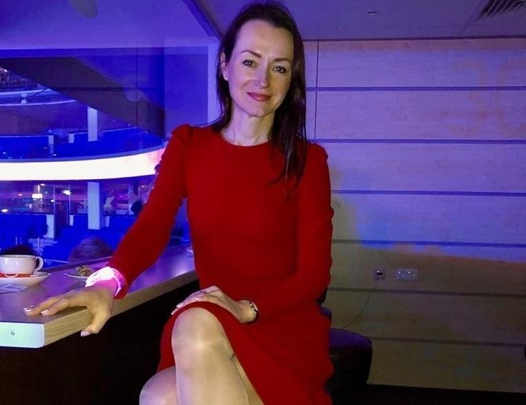 Олимпийская чемпионка из Волгограда продемонстрировала свои роскошные ноги и короткое красное платье