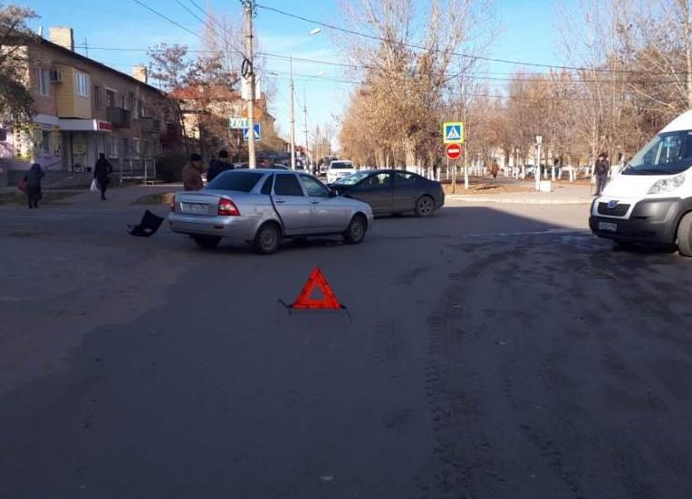 Годовалая и шестилетняя девочки попали в больницу в Михайловке из-за мужчины на Peugeot