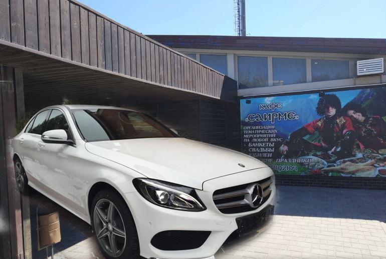 Mercedes C-180 угнали у кафе «Саирме» на юге Волгограда
