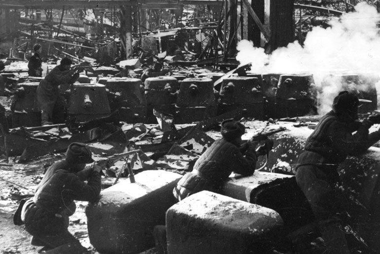 26 октября 1942 года – в Сталинграде советские воины не отдают врагу «Баррикады» и «Красный Октябрь»