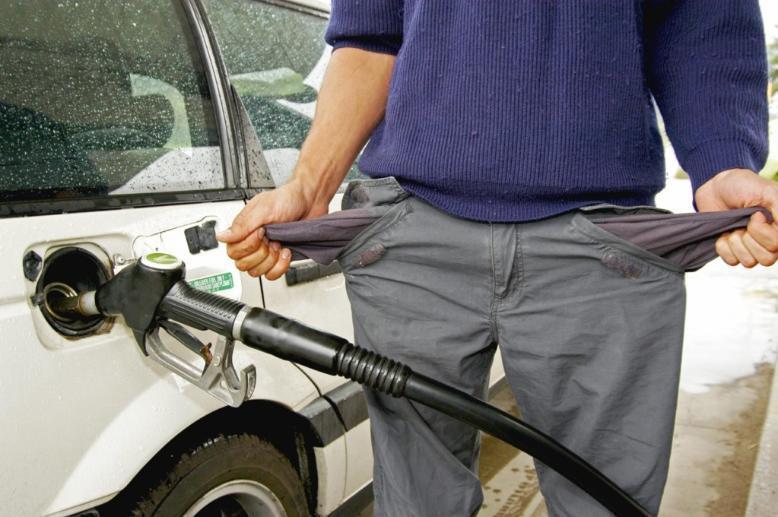 Волгоградский депутат обвинил «Единую Россию» в поддержке роста цен на бензин