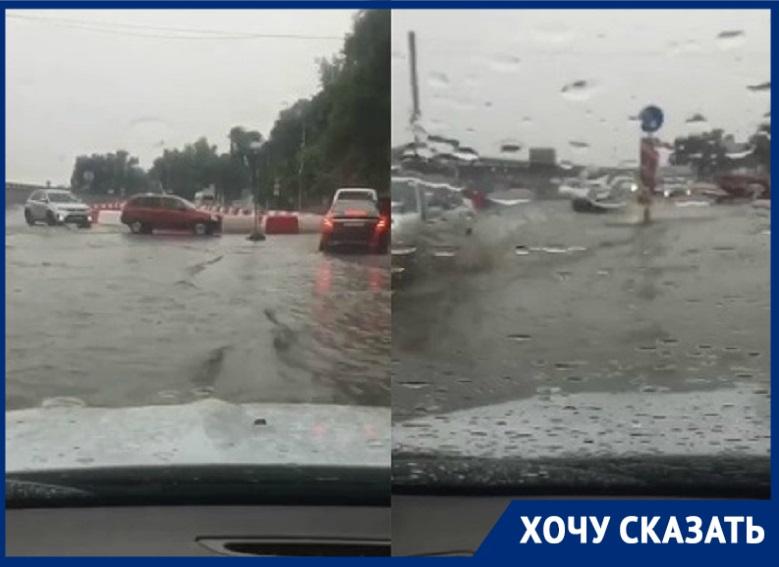 Все поплыло: Нулевую Продольную стремительно затопило в Волгограде