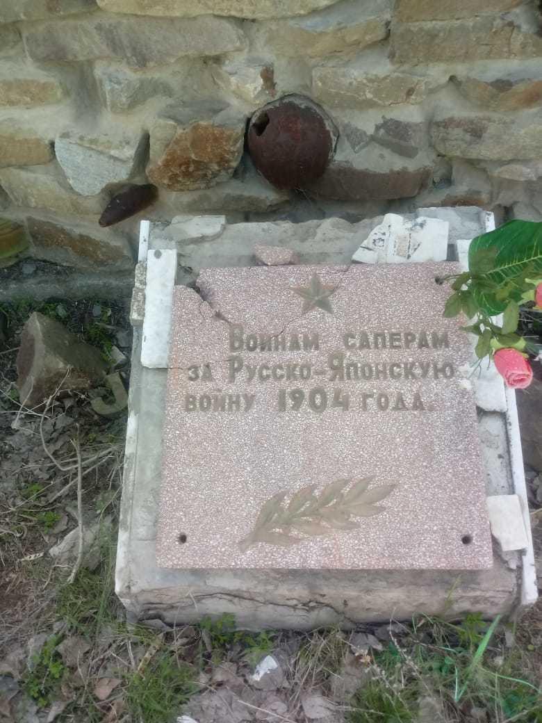 В Волжском вандалы разгромили памятник воинам-саперам