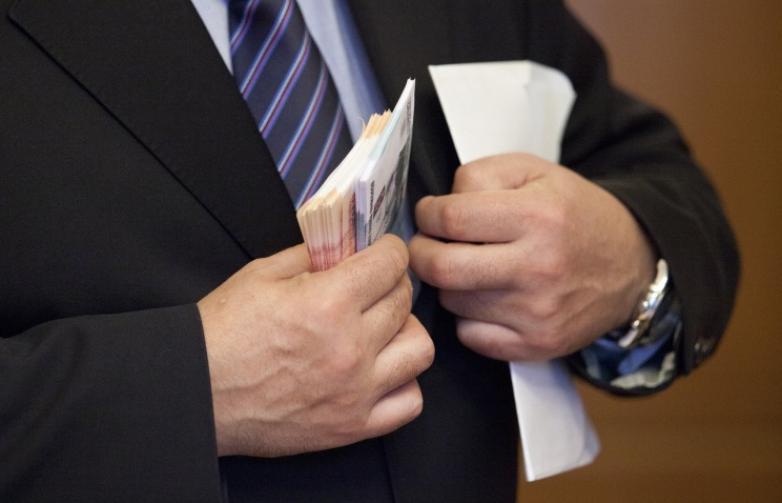 Подарок судьбы: жены высокопоставленных чиновников Волгограда зарабатывают больше мужей