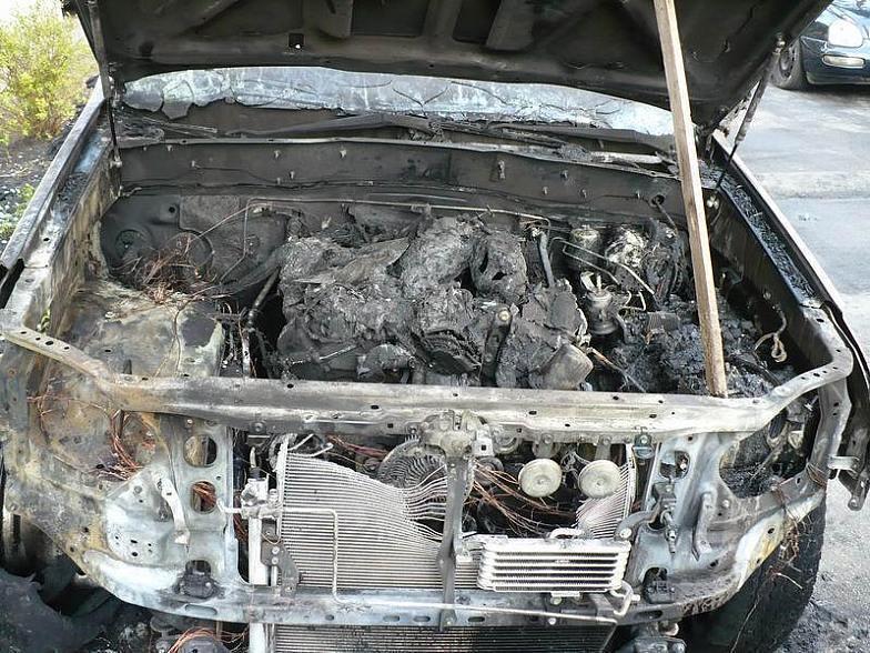 ВКраснооктябрьском районе ночью зажегся вседорожный автомобиль