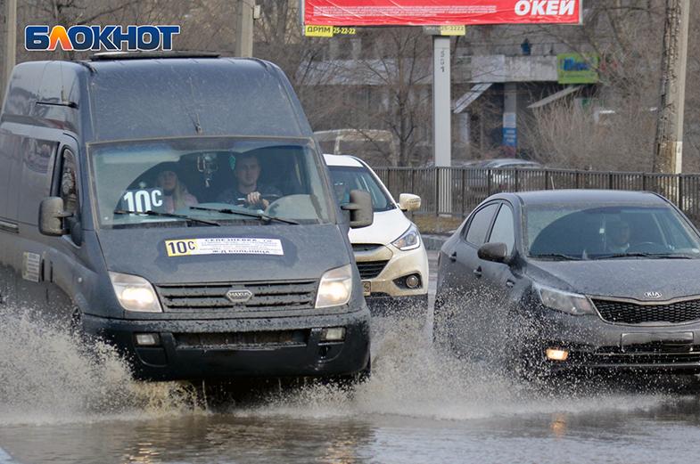 Хуже, чем в Чечне: почти две трети волгоградских дорог не соответствует нормативам