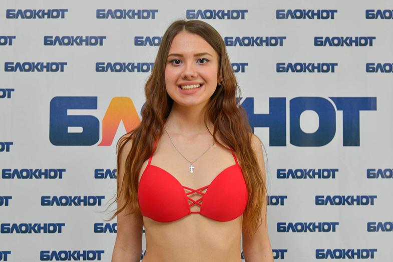 Студентка ВолГУ Виолетта Тихонова в конкурсе «Мисс Блокнот-2019»